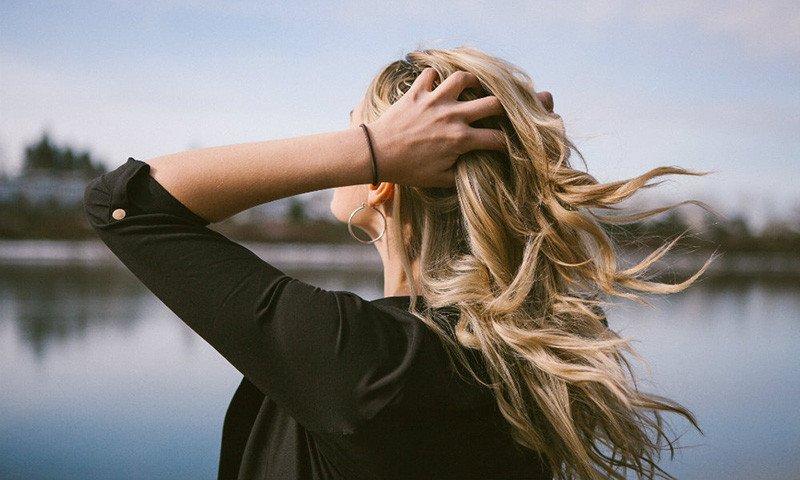 Bei der Transplantation mit ICE-Grafts bei Haarausfall werden die Transplantate einer speziellen Behandlung unterzogen.
